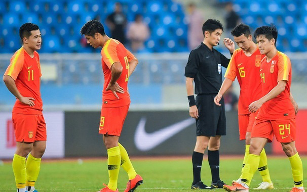 Báo Hàn Quốc: Sự bám đuổi của bóng đá Việt Nam là điều khiến Trung Quốc lo sợ - Ảnh 1.