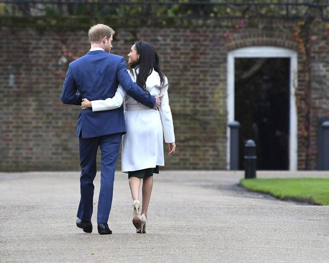 Chưa chính thức rời khỏi hoàng gia Anh, vợ chồng Meghan Markle khóc không thành tiếng khi bị dư luận đòi nợ - Ảnh 1.
