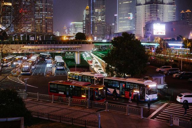 Sau khi tan hoang vì corona, nhiều thành phố lớn tại Trung Quốc bắt đầu hồi sinh - ảnh 11