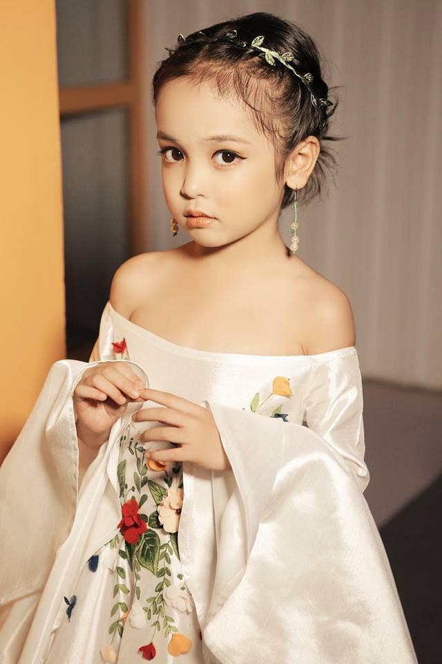 Các mỹ nhân nhí hứa hẹn là nàng thơ cho phim Việt: Toàn thiên thần xinh xắn, có cả Hoa hậu Chu Diệp Anh - Ảnh 2.