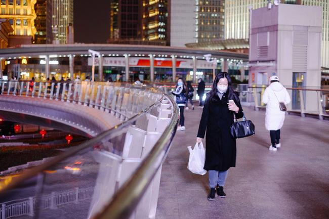 Sau khi tan hoang vì corona, nhiều thành phố lớn tại Trung Quốc bắt đầu hồi sinh - ảnh 10