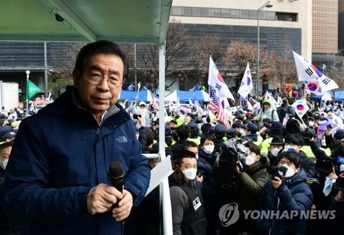 [ẢNH] Dịch COVID-19 diễn biến phức tạp, hàng ngàn người dân tại Seoul vẫn tuần hành bất chấp lệnh cấm tụ tập - Ảnh 8.