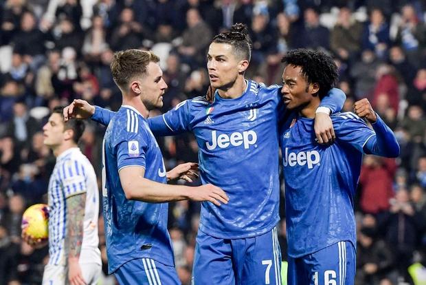 Trong ngày đá trận chính thức thứ 1000, Ronaldo lại tiếp tục san bằng một thành tích đáng nể mà chỉ nghe thôi các fan cũng đã phải trầm trồ - Ảnh 1.