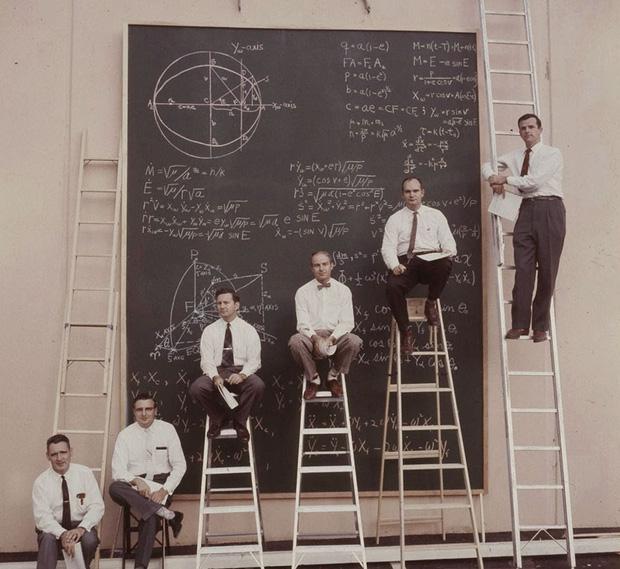 Ngày xưa khi chưa có máy tính và đây là cách các nhà khoa học NASA tính toán, nhìn chất và ngầu quá - Ảnh 3.
