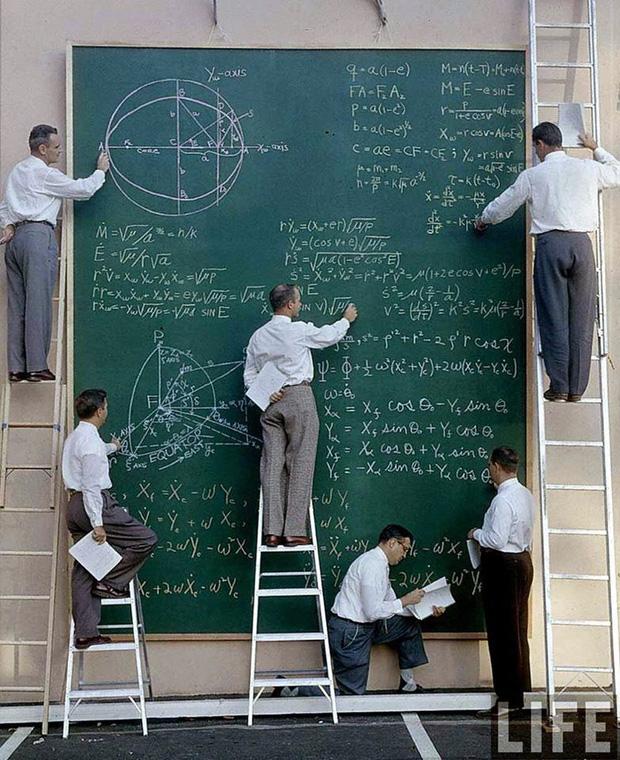 Ngày xưa khi chưa có máy tính và đây là cách các nhà khoa học NASA tính toán, nhìn chất và ngầu quá - Ảnh 4.