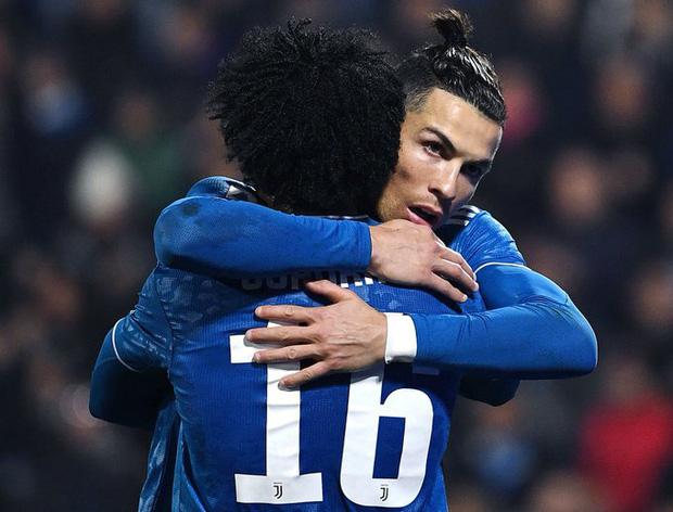 Trong ngày đá trận chính thức thứ 1000, Ronaldo lại tiếp tục san bằng một thành tích đáng nể mà chỉ nghe thôi các fan cũng đã phải trầm trồ - Ảnh 5.