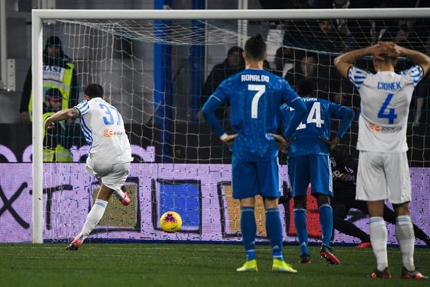 Trong ngày đá trận chính thức thứ 1000, Ronaldo lại tiếp tục san bằng một thành tích đáng nể mà chỉ nghe thôi các fan cũng đã phải trầm trồ - Ảnh 7.