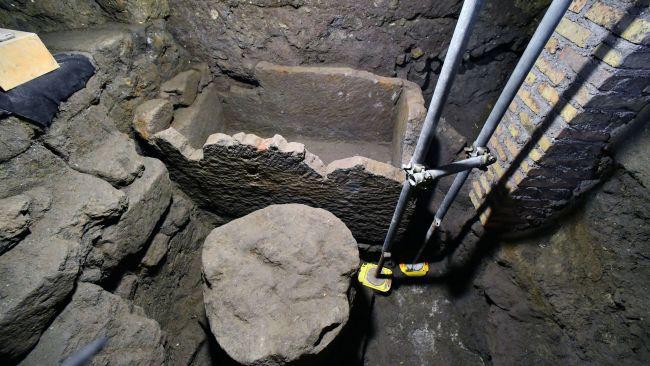 Phát hiện mộ cổ của vị vua đầu tiên của đế chế La Mã: Người lớn lên bằng sữa của sói hoang - Ảnh 2.