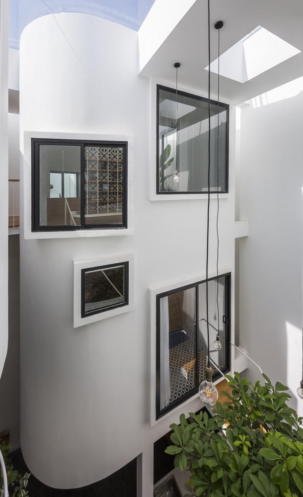 Mãn nhãn với ngôi nhà màu trắng, có lối thiết kế độc đáo tại Tp.HCM - Ảnh 9.