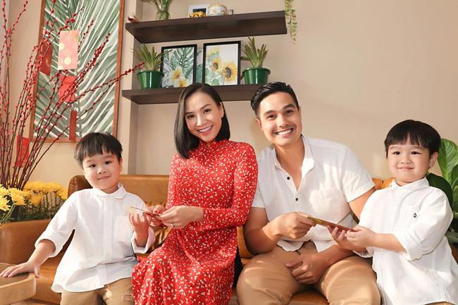 3 cặp sinh đôi nhà sao Việt nổi như cồn trên mạng xã hội: Bé con lai đã lớn phổng phao như thiếu nữ, bé cùng bố mẹ sống đầy trải nghiệm nơi trời Tây - Ảnh 1.