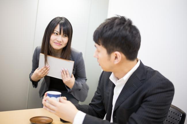 Phần lớn dân công sở Nhật Bản hẹn hò với đồng nghiệp, hơn 20% trong số đó là sếp và đàn anh - Ảnh 1.
