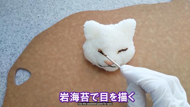 Youtuber người Nhật trổ tài trang trí cơm nắm cực nghệ, trông cưng thế này thì ai đành lòng ăn cơ chứ - Ảnh 13.