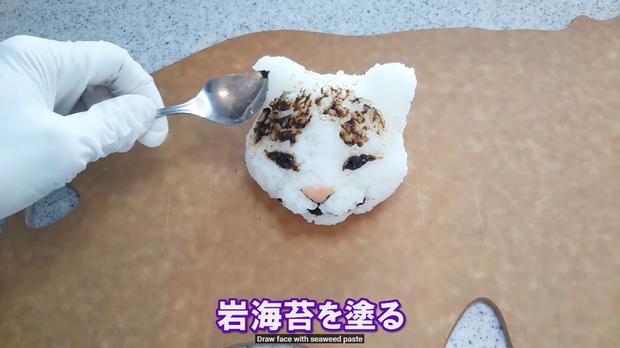 Youtuber người Nhật trổ tài trang trí cơm nắm cực nghệ, trông cưng thế này thì ai đành lòng ăn cơ chứ - Ảnh 15.