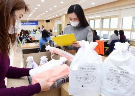 Người đàn ông Hàn Quốc tự cách ly tại nhà kể chuyện về phản ứng ấm lòng của mọi người xung quanh với chiếc túi ni lông trên nắm cửa - Ảnh 3.
