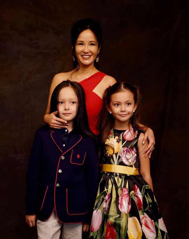 3 cặp sinh đôi nhà sao Việt nổi như cồn trên mạng xã hội: Bé con lai đã lớn phổng phao như thiếu nữ, bé cùng bố mẹ sống đầy trải nghiệm nơi trời Tây - Ảnh 11.