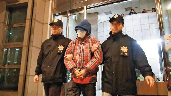 Hung thủ giết người dã man bất ngờ lộ mặt sau 19 năm vì một hành động đột xuất của cảnh sát - Ảnh 4.