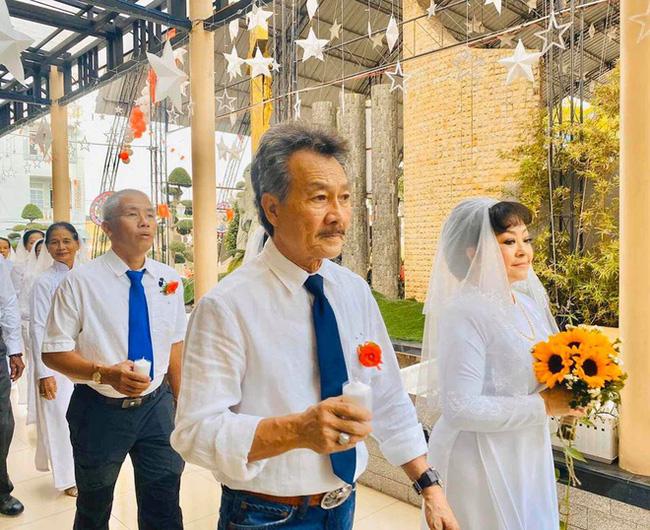 Danh ca Hương Lan bất ngờ làm cô dâu ở tuổi 63, tổ chức hôn lễ tại nhà thờ Ba Giồng, Tiền Giang - Ảnh 4.