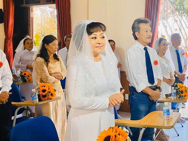 Danh ca Hương Lan bất ngờ làm cô dâu ở tuổi 63, tổ chức hôn lễ tại nhà thờ Ba Giồng, Tiền Giang - Ảnh 5.