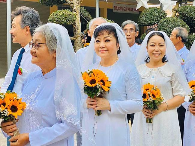 Danh ca Hương Lan bất ngờ làm cô dâu ở tuổi 63, tổ chức hôn lễ tại nhà thờ Ba Giồng, Tiền Giang - Ảnh 6.