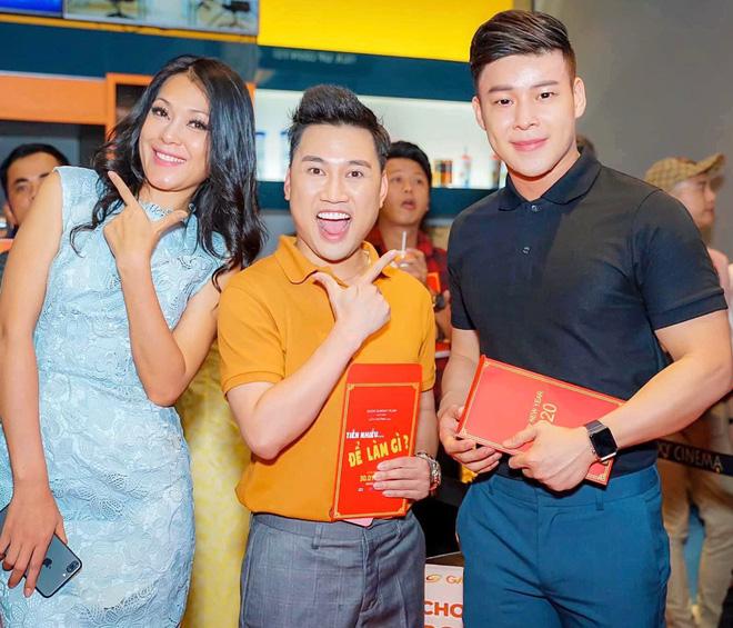 Chân dung người yêu đồng giới 8 năm của Don Nguyễn: Bảnh bất ngờ, kém hơn nửa con giáp nhưng thích lái máy bay - Ảnh 1.