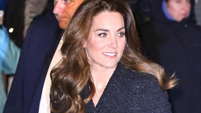 Trước sự vô lễ của em dâu, Công nương Kate tỏa sáng như nữ thần trong sự kiện mới, không nói một lời nào nhưng cũng đủ khiến Meghan muối mặt - Ảnh 4.
