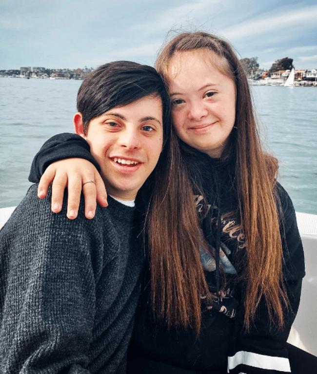 Bé gái mắc hội chứng Down khiến bác sĩ lắc đầu khuyên gia đình gửi vào trại trẻ để tránh gánh nặng, 15 năm sau ai cũng ngạc nhiên khi nhìn thấy em - Ảnh 8.