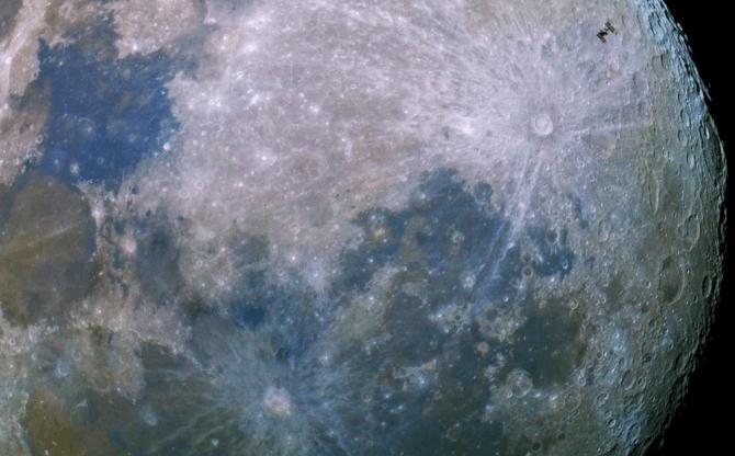 Trái đất hiện có hai mặt trăng