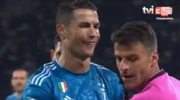 Bị đối thủ hết ăn vạ rồi đổ tội oan, Ronaldo đáp trả bằng kiểu cười độc chưa từng xuất hiện trước kia, báo Ý liền xuýt xoa: Xứng đáng làm meme - Ảnh 2.