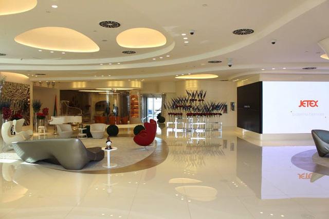 Một ngày trải nghiệm bên trong phòng chờ VIP dành cho giới siêu giàu tại sân bay Dubai: Tốn 11.000 USD/h tiền bay nhưng đáng từng đồng tiền bát gạo! - Ảnh 2.