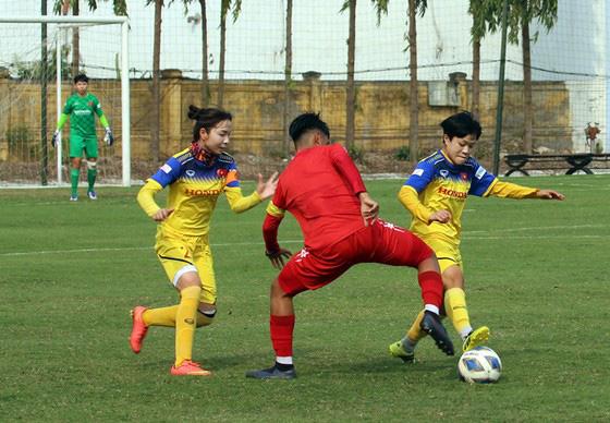 ĐT nữ Việt Nam thua trận tập huấn đầu tiên - Ảnh 1.
