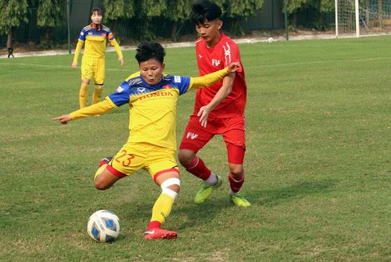 ĐT nữ Việt Nam thua trận tập huấn đầu tiên - Ảnh 2.