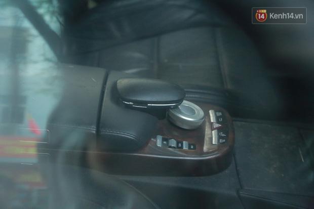 """Chùm ảnh: Siêu xe Bentley 20 tỷ nằm """"xếp xó"""" trên vỉa hè Hà Nội, hơn 5 năm qua không ai biết chủ nhân ở đâu - Ảnh 12."""