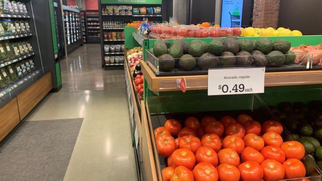 Bên trong cửa hàng thực phẩm không thu ngân đầu tiên của Amazon - Ảnh 5.