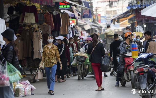 Chợ vải lớn nhất miền Bắc hết cảnh đìu hiu, tiểu thương tất bật đón khách - Ảnh 7.