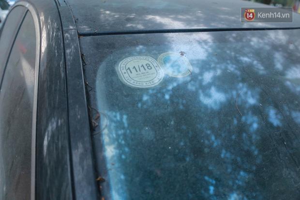 """Chùm ảnh: Siêu xe Bentley 20 tỷ nằm """"xếp xó"""" trên vỉa hè Hà Nội, hơn 5 năm qua không ai biết chủ nhân ở đâu - Ảnh 10."""