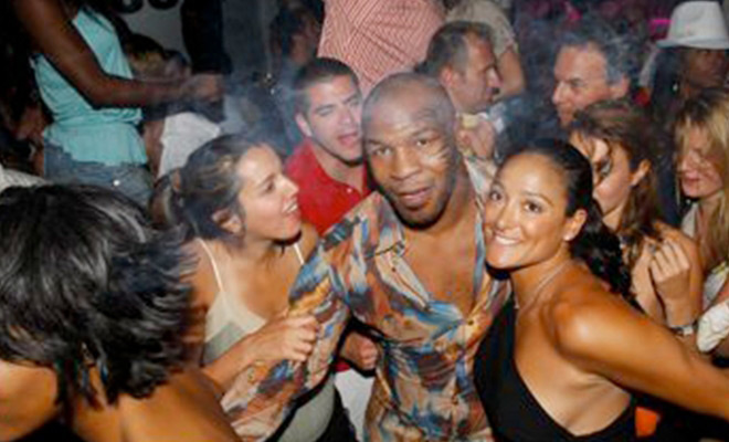 Mike Tyson: Huyền thoại sa cơ, ăn chơi trác táng và cú sốc mất con gái đau đớn - Ảnh 5.