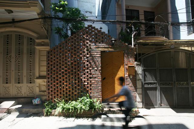 Ngôi nhà 40 m2 tối giản khác biệt trong căn hẻm nhỏ Hà Nội - Ảnh 1.