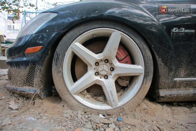 """Chùm ảnh: Siêu xe Bentley 20 tỷ nằm """"xếp xó"""" trên vỉa hè Hà Nội, hơn 5 năm qua không ai biết chủ nhân ở đâu - Ảnh 11."""