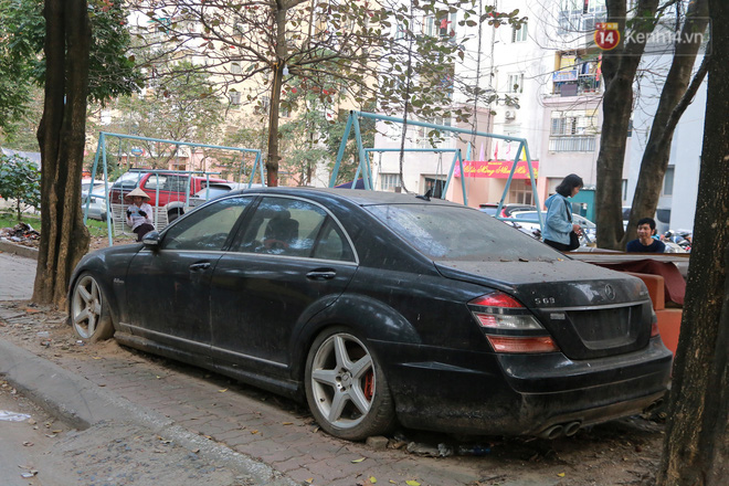 """Chùm ảnh: Siêu xe Bentley 20 tỷ nằm """"xếp xó"""" trên vỉa hè Hà Nội, hơn 5 năm qua không ai biết chủ nhân ở đâu - Ảnh 13."""