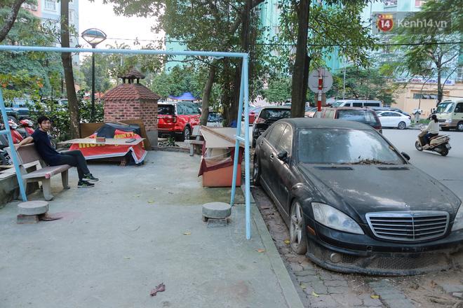 """Chùm ảnh: Siêu xe Bentley 20 tỷ nằm """"xếp xó"""" trên vỉa hè Hà Nội, hơn 5 năm qua không ai biết chủ nhân ở đâu - Ảnh 7."""