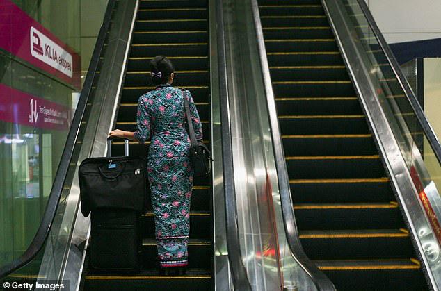 Thâm niên 25 năm, nữ tiếp viên hàng không vẫn bị sa thải vì mập hơn 5 lạng so với quy định - Ảnh 1.