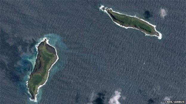 Thiên nhiên kỳ bí: Hòn đảo bí ẩn đột ngột xuất hiện sau lớp tro bụi núi lửa - Ảnh 1.