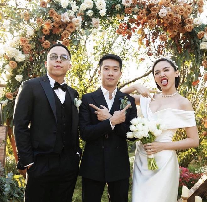 Loạt ảnh cực hiếm trong đám cưới Tóc Tiên - Hoàng Touliver cuối cùng cũng được hé lộ: Mọi khoảnh khắc hạnh phúc nhất đều có đủ! - Ảnh 5.
