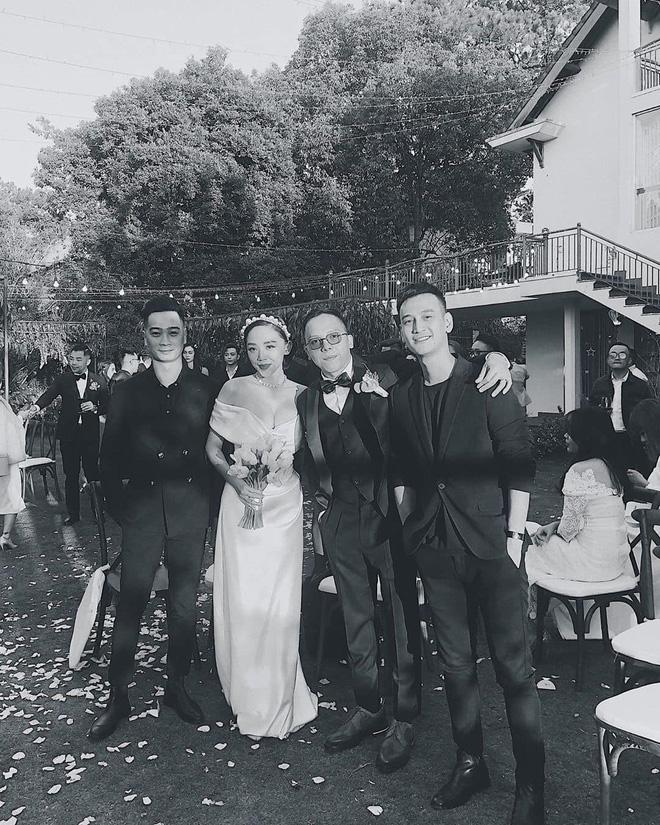 Loạt ảnh cực hiếm trong đám cưới Tóc Tiên - Hoàng Touliver cuối cùng cũng được hé lộ: Mọi khoảnh khắc hạnh phúc nhất đều có đủ! - Ảnh 6.