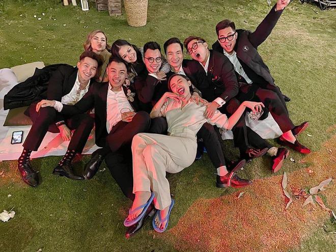 Loạt ảnh cực hiếm trong đám cưới Tóc Tiên - Hoàng Touliver cuối cùng cũng được hé lộ: Mọi khoảnh khắc hạnh phúc nhất đều có đủ! - Ảnh 8.