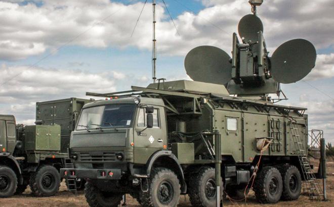 Tác chiến điện tử Nga lần đầu tiên hạ gục UAV tấn công căn cứ Hmeymim ở Syria - Ảnh 1.