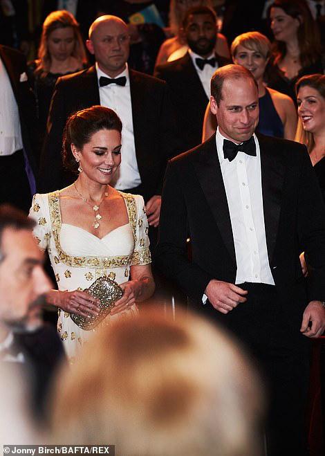Công nương Kate mặc váy cũ 7 năm trước lên thảm đỏ vẫn tỏa sáng như nữ thần, Meghan lại muối mặt khi bị châm chọc công khai - Ảnh 3.