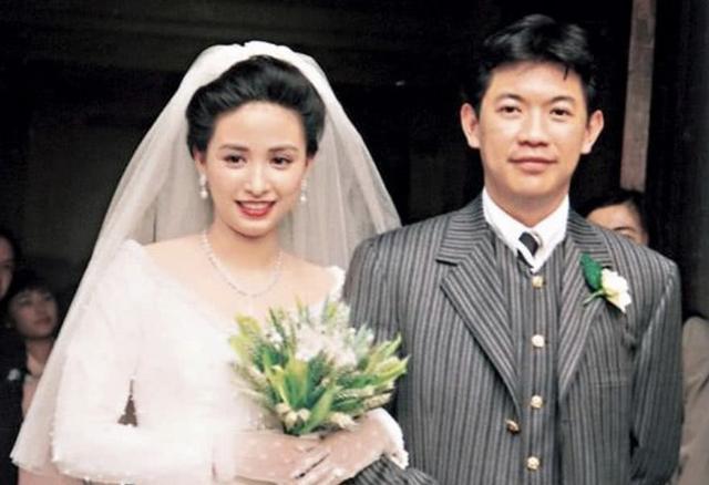 Á hậu nức tiếng Hong Kong: Đẹp khó tin ở tuổi 52 và cuộc hôn nhân 30 năm đáng ngưỡng mộ  - Ảnh 4.