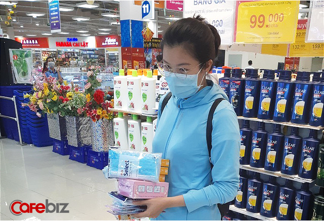 Đại gia sở hữu hơn 800 siêu thị tại Việt Nam: Trong 5 ngày qua bán hết hơn 3 triệu khẩu trang, sẽ duy trì đưa ra thị trường 200.000 khẩu trang và 10.000 chai nước rửa tay mỗi ngày, cam kết bán đúng giá - Ảnh 1.