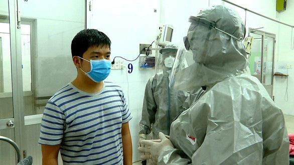 Sau 14 ngày điều trị cách ly ở Bệnh viện Chợ Rẫy, bệnh nhân Li Zichao được xuất viện - Ảnh 2.
